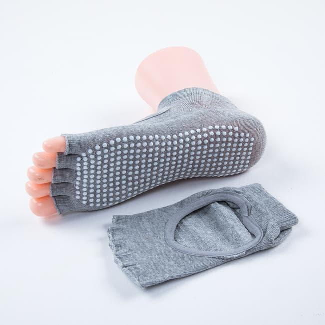 Носочки с вырезом и открытыми пальчиками для йоги серые фото