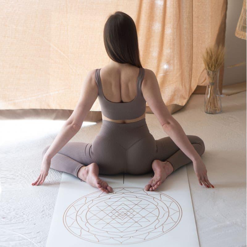 Красивый коврик для йоги фото