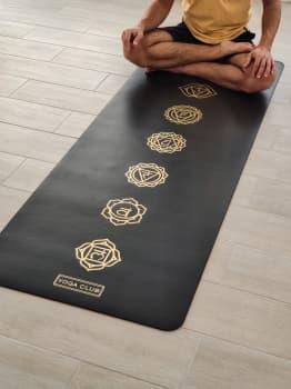 Коврик для йоги CHAKRAS GOLD BLACK 4,5мм 68x185см Yoga Club из каучука с покрытием non slip